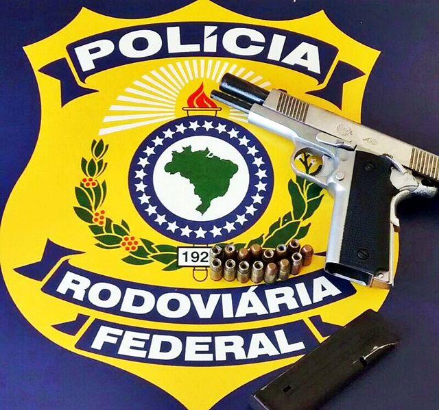 Jovens com passagens policiais s o flagrados com arma de for Interior y policia consulta de arma